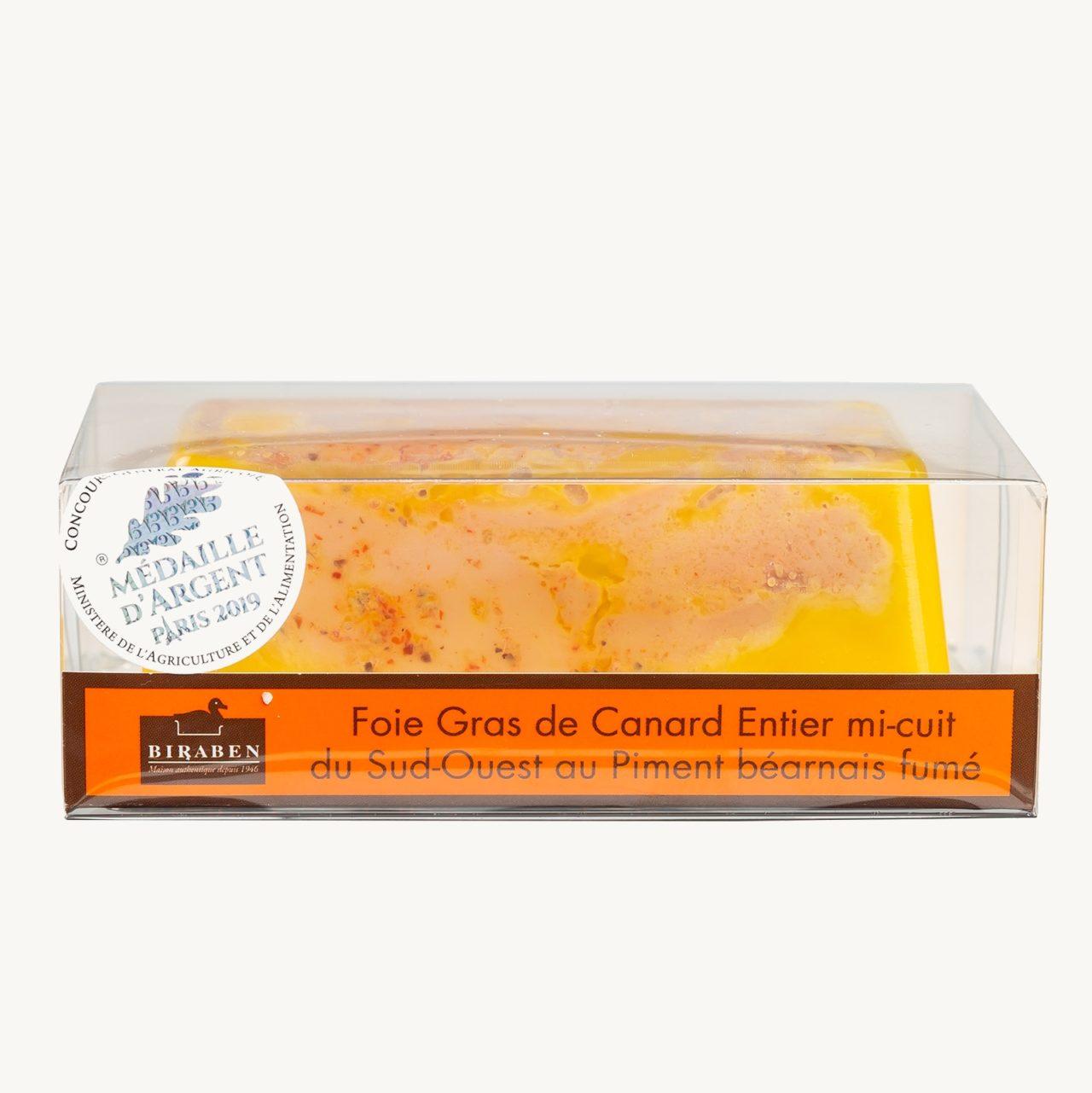 Terrine de foie gras de canard mi cuit au piment béarnais fumé